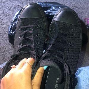 Black converse. Men's size 9, women's size 11